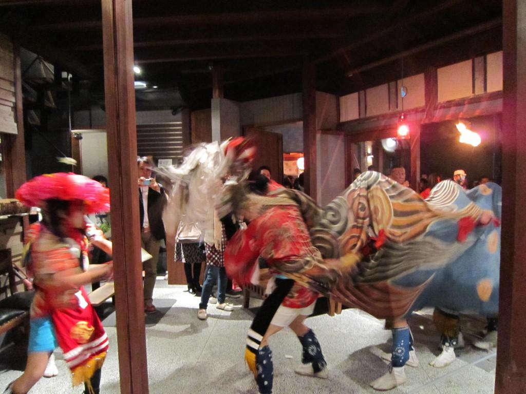 六角堂に獅子舞がやってきた!